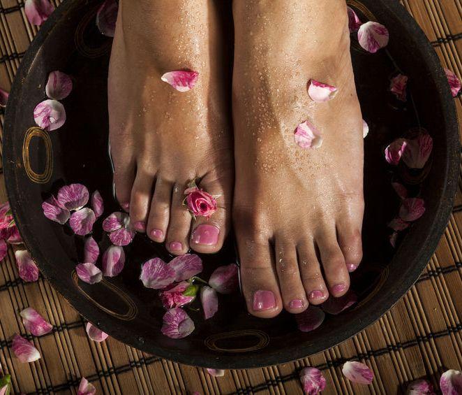 ladys feet in Tibetan soak